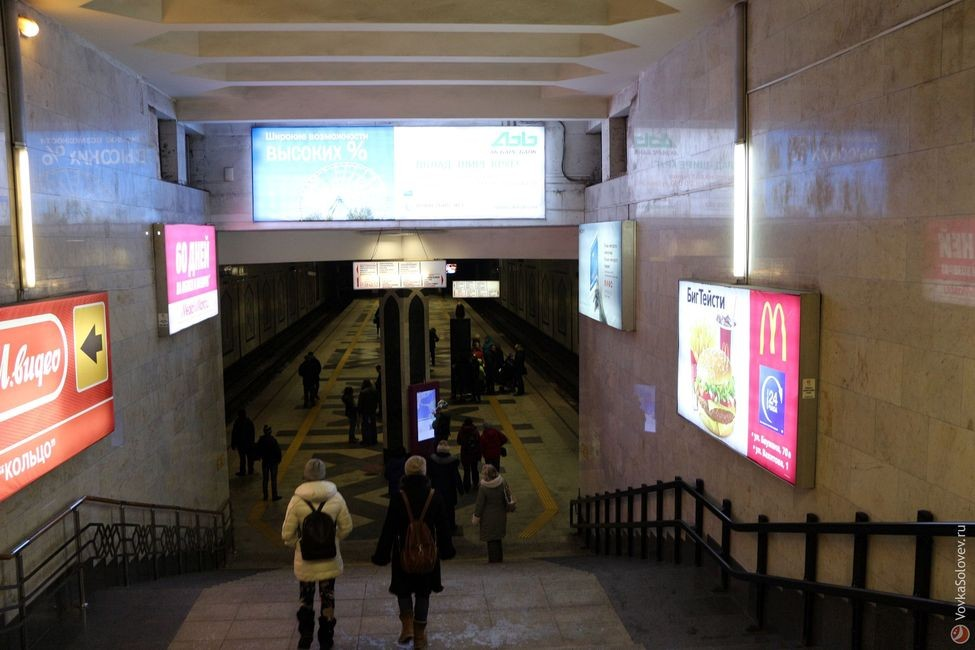 Спуск на станцию Площадь Тукая.